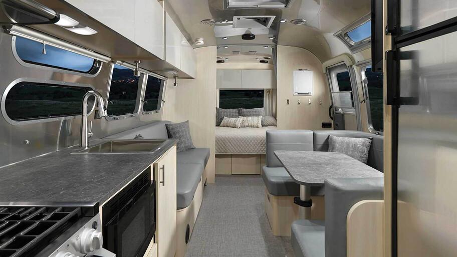 Airstream presenta una casa rodante que también es una súper batería