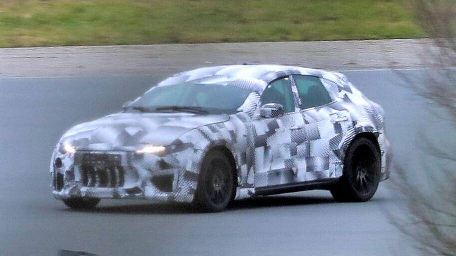 Ferrari inicia la fase de pruebas en pista del Purosangue, el futuro rival de Lamborghini Urus