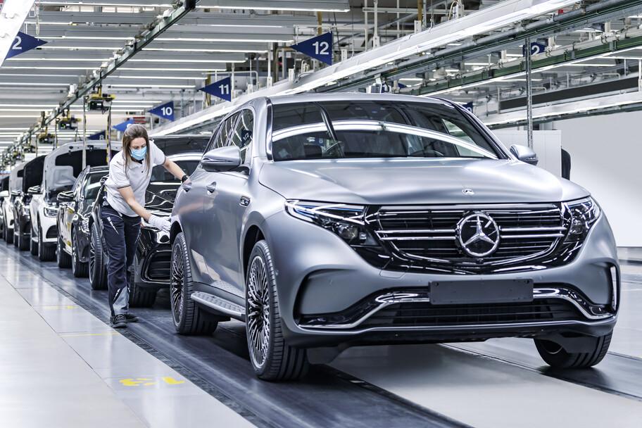 Mercedes-Benz inicia la producción del Maybach Clase S y registra 50 millones de autos producidos