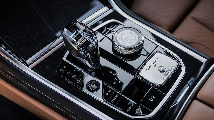 Alpina B8 Gran Coupé 2022, un M8 de pipa y guante
