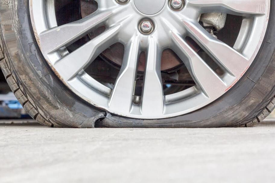 ¿Qué tipo de daños en la llanta de un automóvil se pueden reparar?