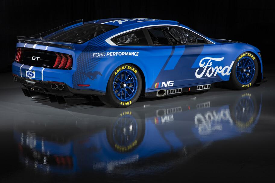 Este Ford Mustang es el auto de carreras para la temporada 2022 de la NASCAR