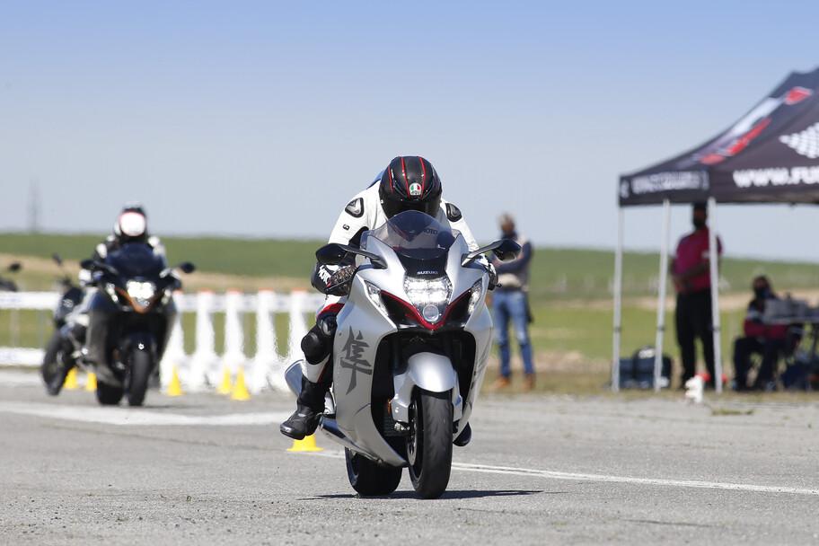 Suzuki Hayabusa se enfrenta contra el halcón peregrino, el ave en el que se inspira esta súper moto