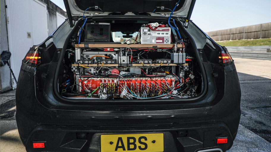 Porsche Macan eléctrico, por fin salió del laboratorio e inicia fase de pruebas reales