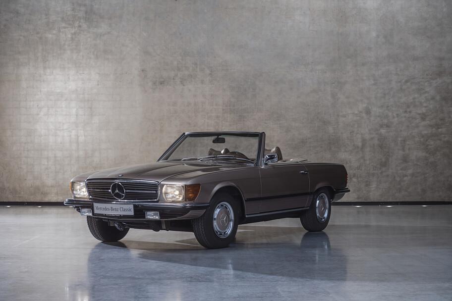 """La historia del Mercedes-Benz SL, el auto deportivo que tiene como origen el """"Alas de Gaviota"""""""