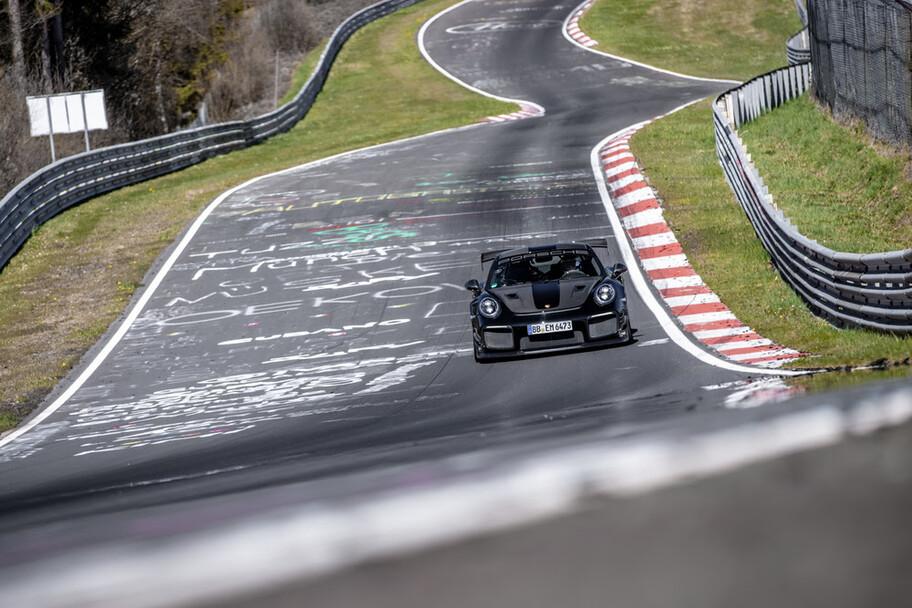 Porsche 911 GT2 RS Prompe el récord del auto de producción masiva más rápido en Nürburgring