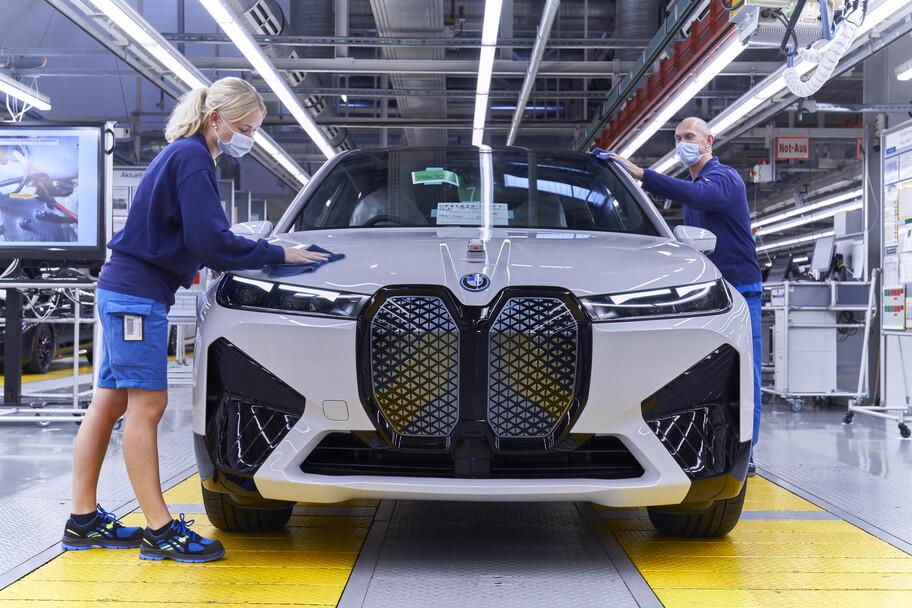 BMW inicia la producción de iX en Alemania