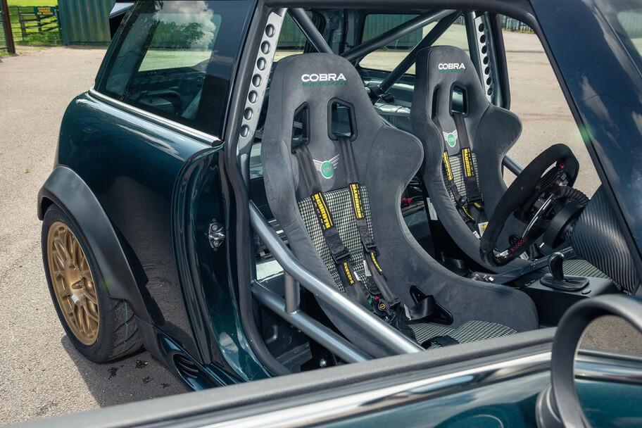MINI Cooper tiene más de 400 hp por medio del V8 de un BMW M3