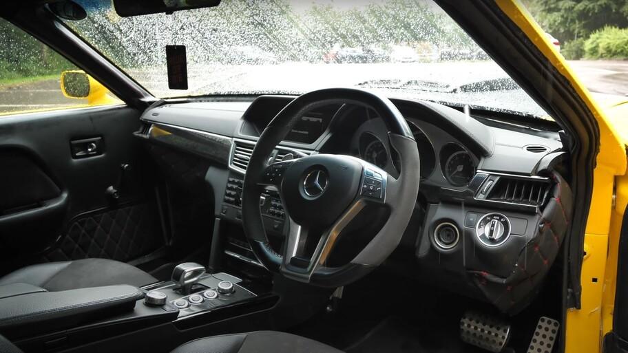 Este Mustang equipado con un motor V8 de Mercedes-AMG tiene más de 700 hp