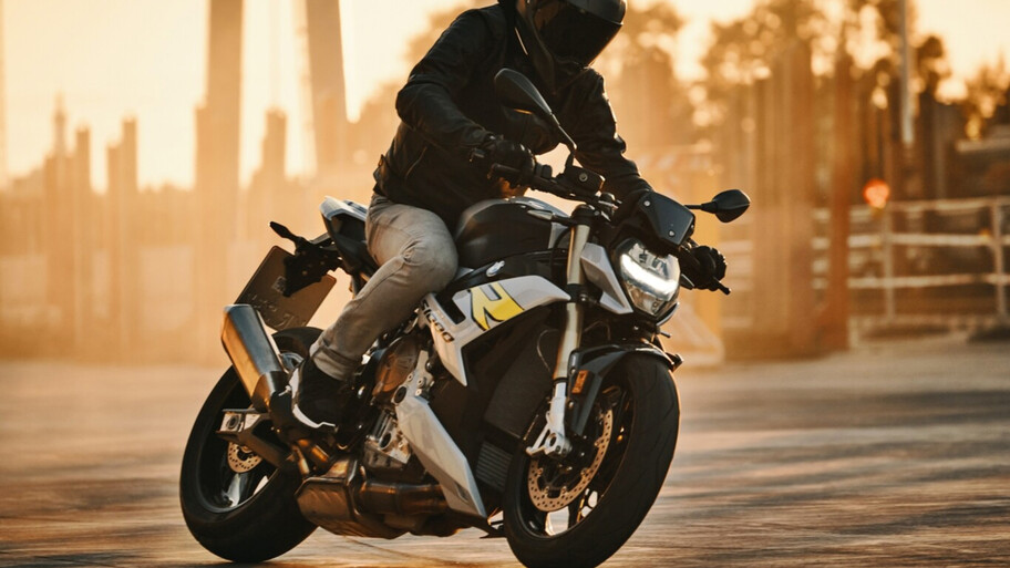 BMW S1000 R, importante actualización una de la naked más queridas