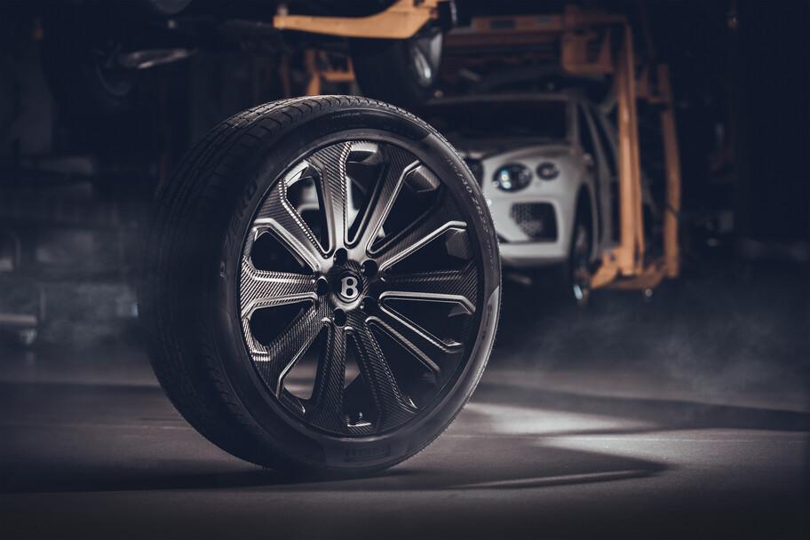 Bentley desarrolla el rin de fibra de carbono más grande en el mundo