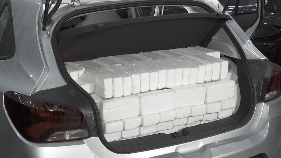 Chevrolet utiliza este ingenioso método para verificar el volumen de la cajuela de sus autos