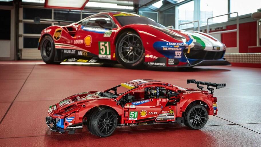 Este Ferrari 488 GTE de LEGO superó los 200 km/h en el circuito de Modena