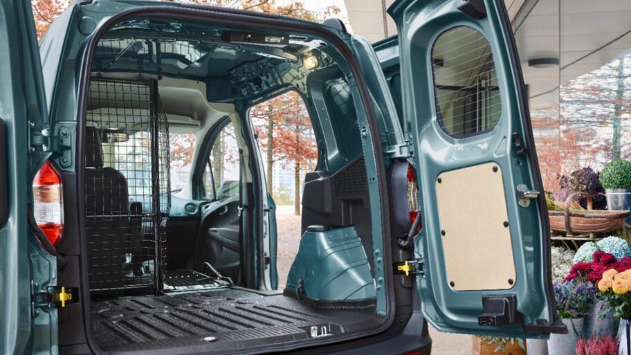 Ford Transit Courier 2021 llega a México, un nuevo vehículo comercial versátil y refinado