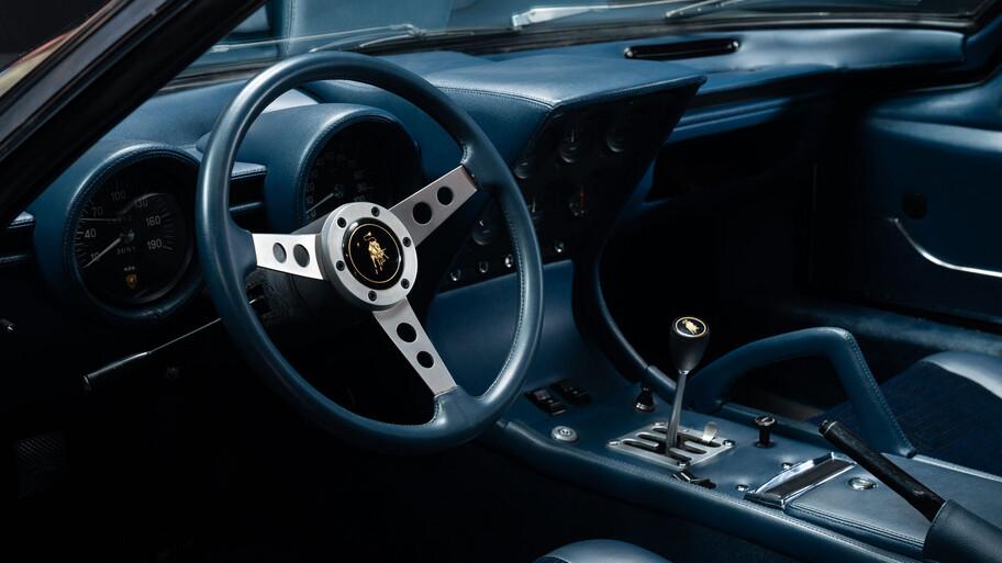 Lamborghini Miura P400 S 1971 es rescatado y resucitado después de 40 años