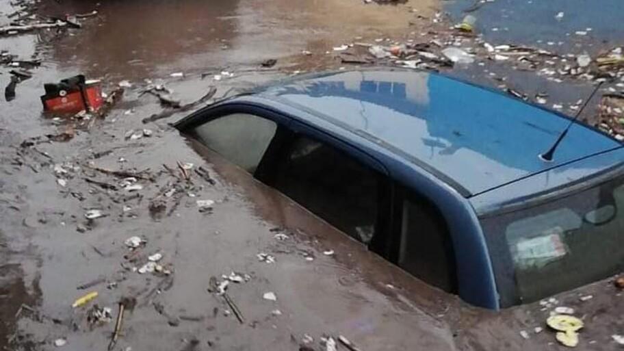 ¿Qué le pasa a mi auto si se inunda?