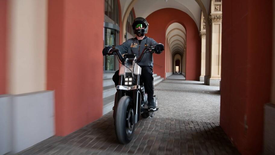 BMW CE 02 Concept, sería la moto citadina electrificada más pequeña de Motorrad
